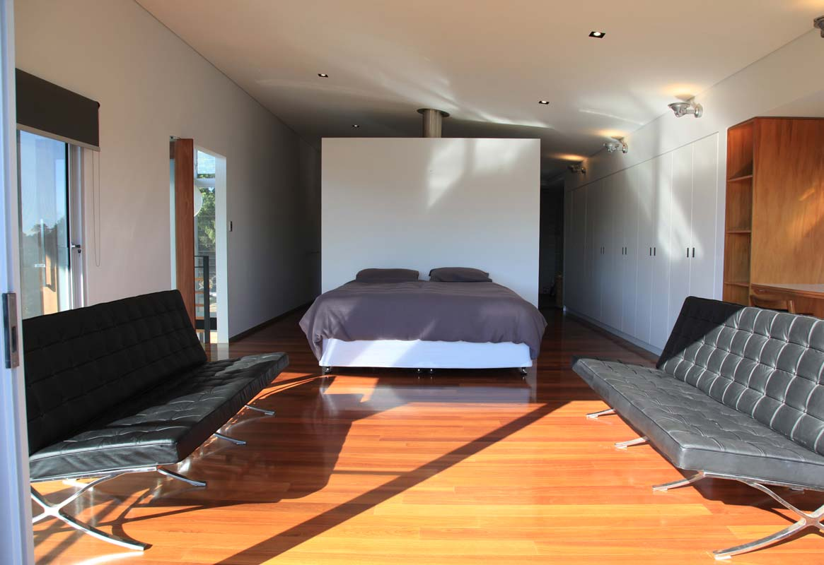 Contemporary bedroom Interior design in Dalkeith, Perth by Perth Architect Threadgold Architecture.
