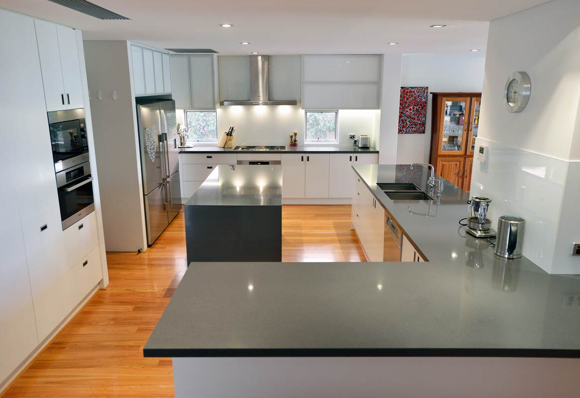 Interior design luxury kitchen in Dalkeith, Perth by Perth Architect Threadgold Architecture.