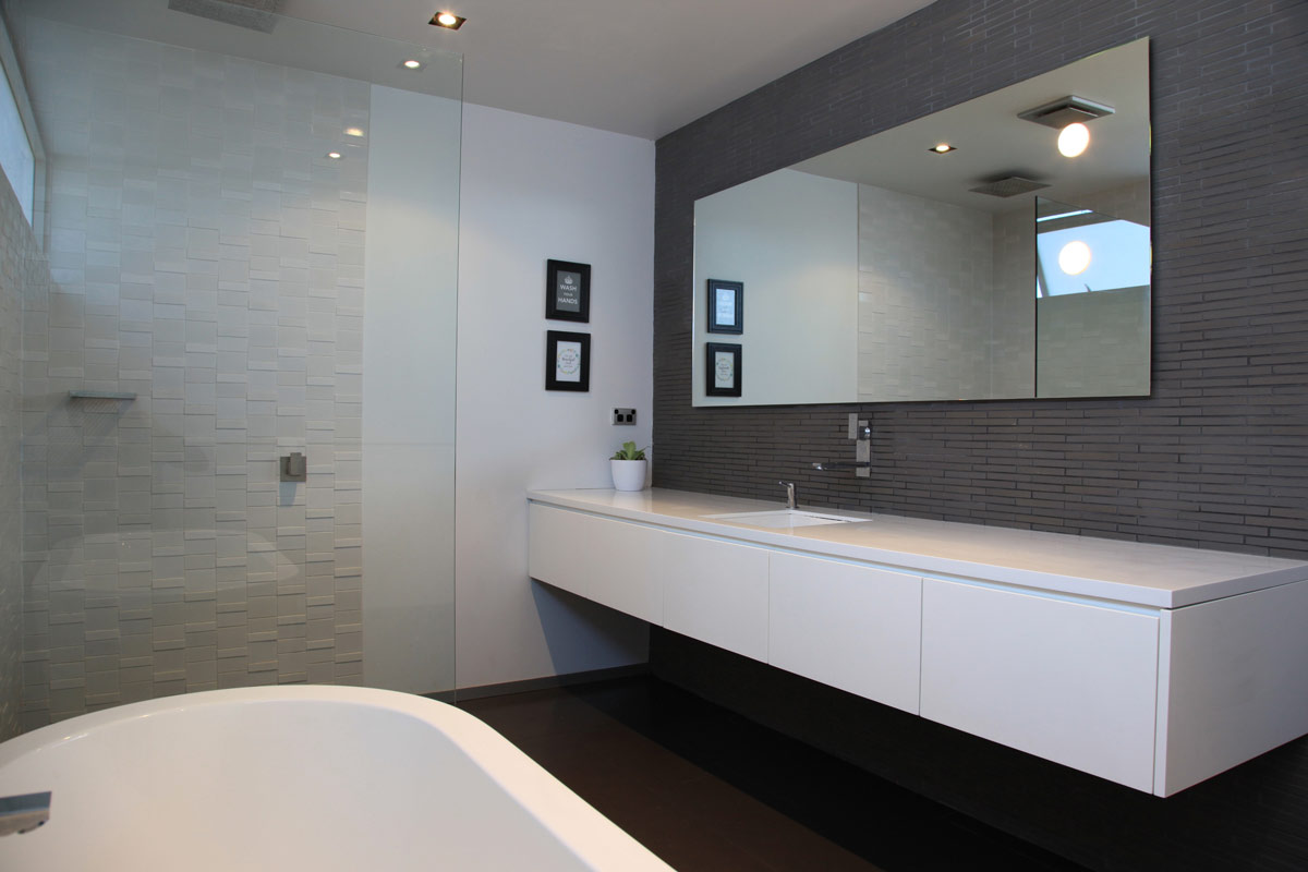 Luxury Bathroom design in Dalkeith, Perth by Perth Architect Threadgold Architecture.