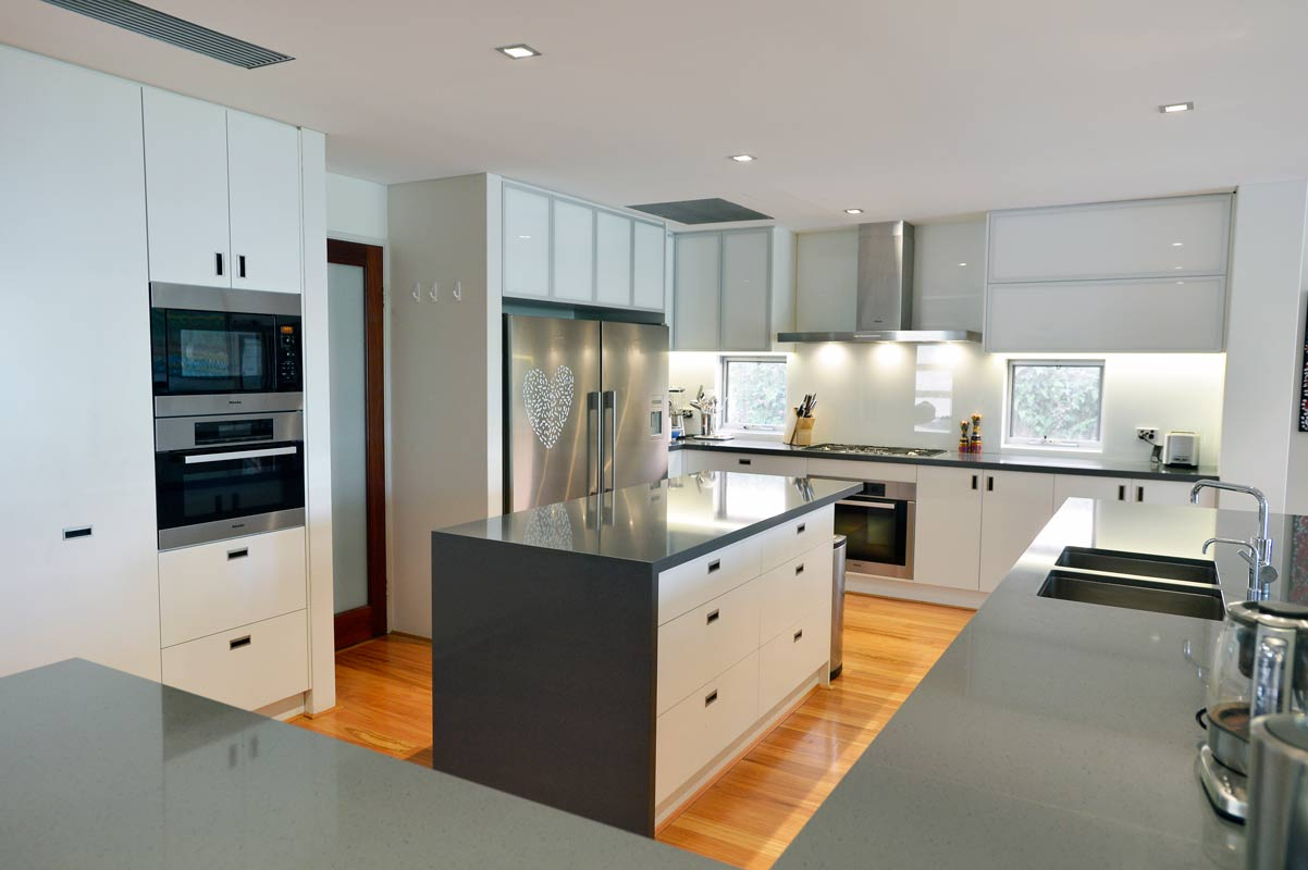Designer kitchen in Dalkeith, Perth by Perth Architect Threadgold Architecture.
